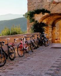 Biciclette a Borgio Verezzi (Ph: Biagio Giordano)